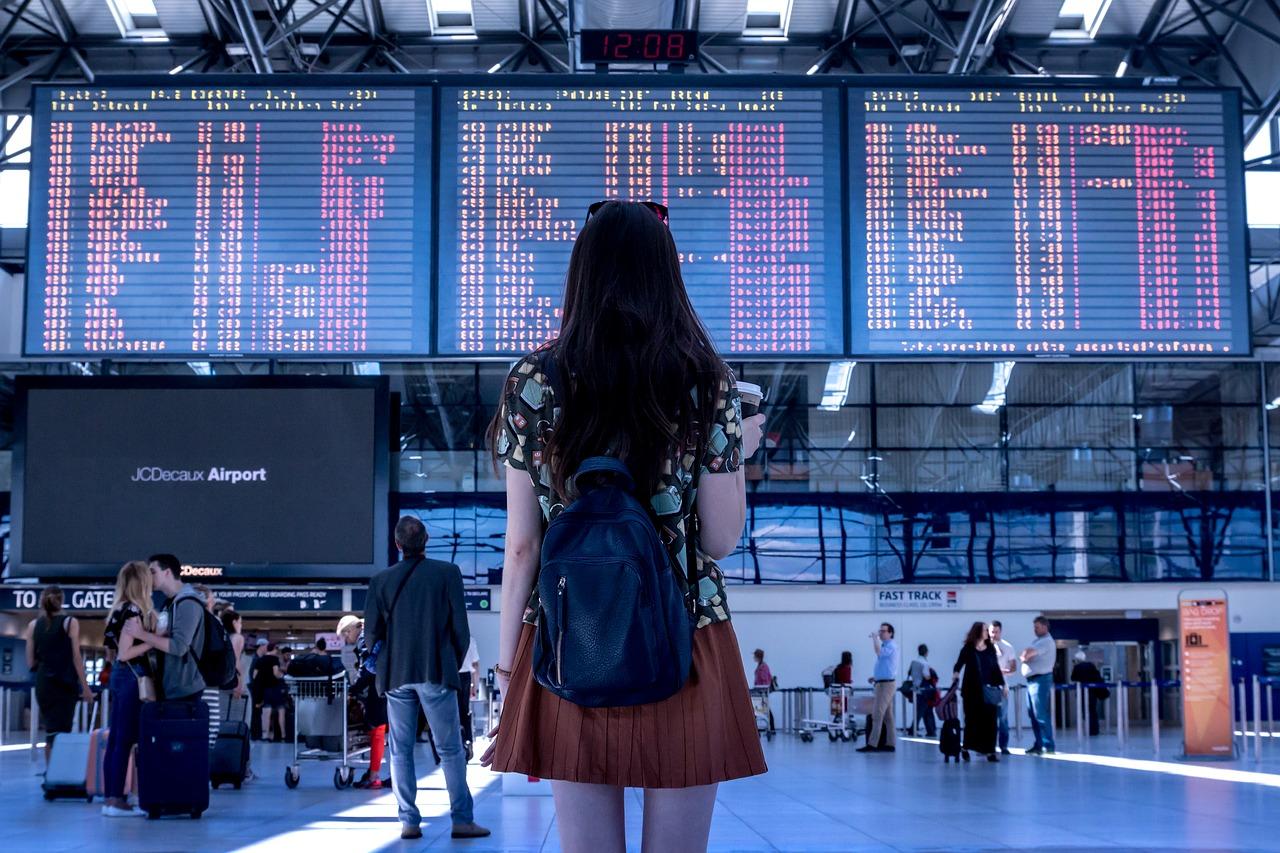 Pige i lufthavn